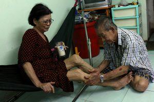 Ông già bán kem 30 năm lom khom nuôi vợ giữa Sài Gòn