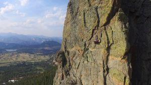 Cắm trại trên vách núi cheo leo