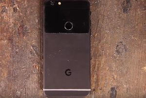 Video Google bỏ 30 phút tạo ra Pixel từ iPhone 7