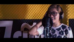Cộng đồng mạng chao đảo với bản Mashup Audition của Vicky Nhung