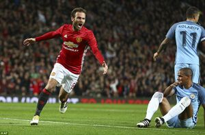 Mata đóng vai 'gà son', Mourinho rửa hận trước Pep Guardiola