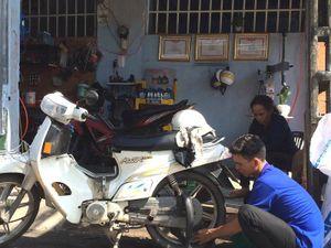 Ba anh em cứu hộ xe máy khai trương tiệm sửa xe