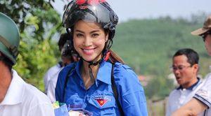 Thời trang giản dị của sao Việt khi đi làm từ thiện