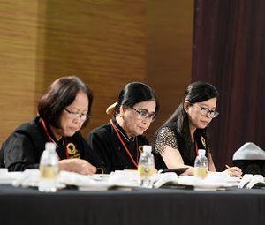 Các đội thi tự tin thuyết trình món ăn trước BGK