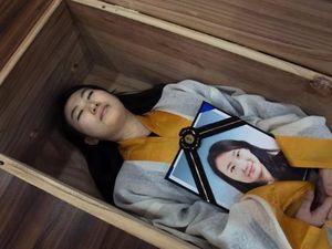 Người Hàn Quốc chết thử trong quan tài để cảm nhận cuộc sống