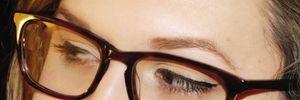 """Mẹo trang điểm cho nàng """"bốn mắt"""""""