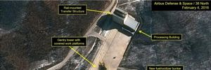 Triều Tiên đưa xe chở dầu đến bệ phóng tên lửa