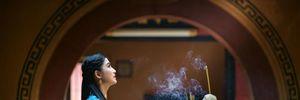 Phụ nữ đến kỳ kinh nguyệt có được đi chùa lễ Phật?