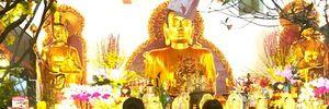 Người dân đi lễ chùa cầu an vào mùng 2 Tết