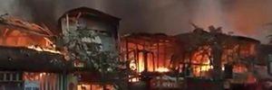 Cận cảnh vụ cháy lớn ở Hà Nội, thiêu rụi 6 ki ốt vào sáng mùng 4 Tết