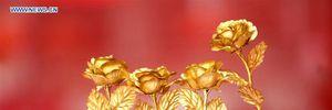 Hoa hồng bằng vàng được săn lùng dịp Valentine