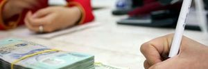 Ngân hàng ồ ạt hạ lãi suất cho vay: Nới hay thắt đều cần thận trọng