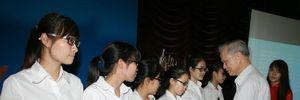 Trao học bổng giúp sinh viên vượt khó