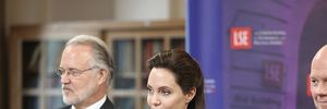 Angelina Jolie-Brad Pitt trở thành giáo sư về nhân quyền tại Anh