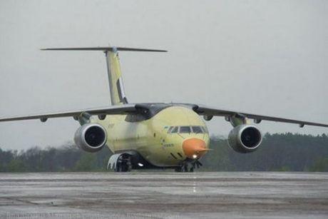 Trung Quoc mua may bay van tai moi An-178 Ukraina vua bay thu lan dau tien - Anh 1