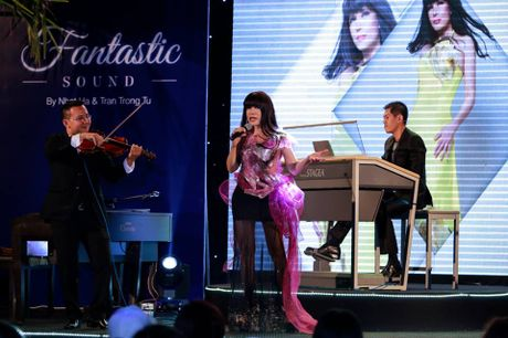 Hotgirl Quỳnh Chi khoe giọng hát trong show của Trần Trọng Tú
