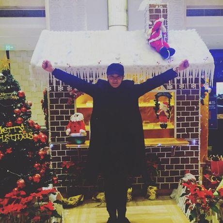Sao Hàn 26/12: Sulli mặt mộc lạnh lùng, Suzy nhe răng dọa sợ cún cưng
