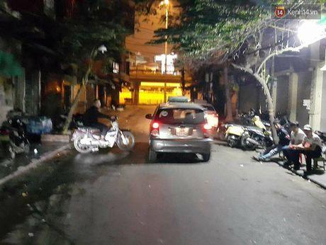 Hà Nội: Khách Hàn Quốc đưa điện thoại cho tài xế 'làm tin', quay lại trả tiền thì... taxi biến mất
