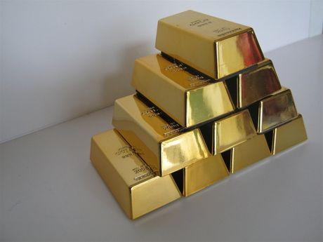UBND TP HCM bị kiện đòi lại 10 kg vàng và gần 14.000 USD