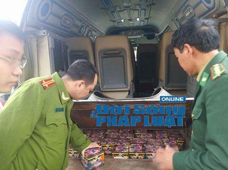 """Hà Tĩnh: Bắt giữ vụ vận chuyển pháo lậu """"khủng"""" tại cửa khẩu"""