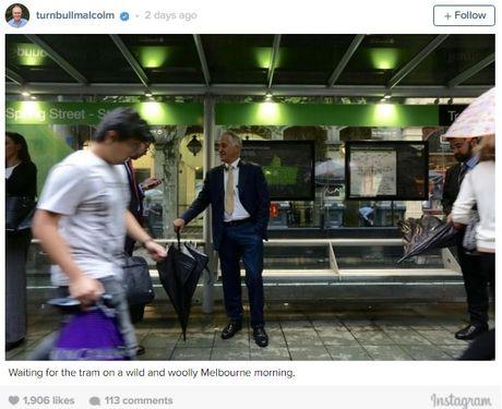 Thủ tướng Australia đi làm bằng tàu điện