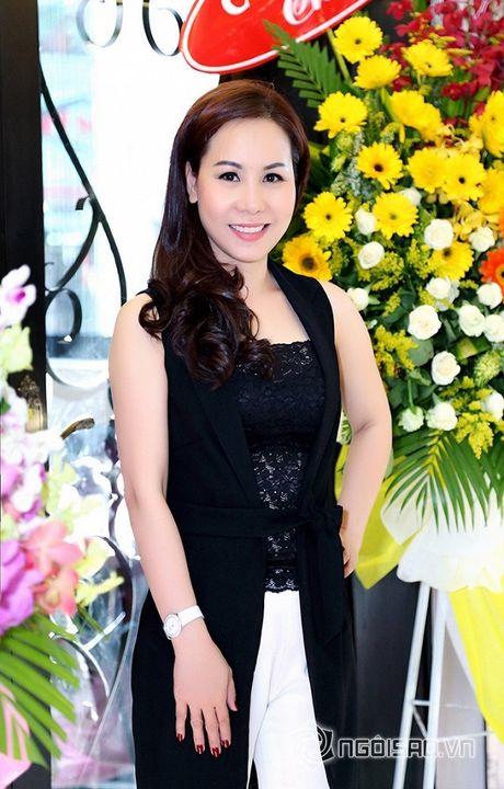 Nữ hoàng Doanh nhân Ngô Thị Kim Chi thanh lich du ra mat album tuong nho nhac si Thanh Tung - Anh 3