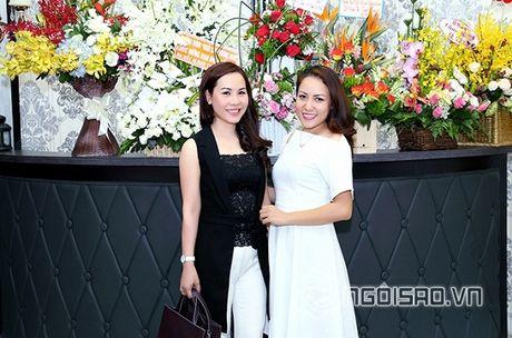 Nữ hoàng Doanh nhân Ngô Thị Kim Chi thanh lich du ra mat album tuong nho nhac si Thanh Tung - Anh 4