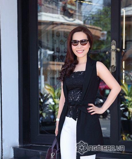 Nữ hoàng Doanh nhân Ngô Thị Kim Chi thanh lich du ra mat album tuong nho nhac si Thanh Tung - Anh 9