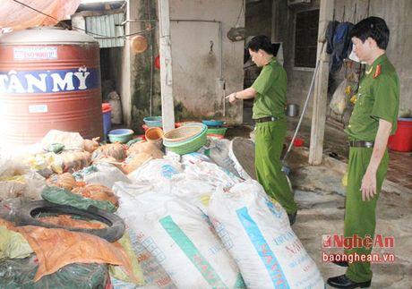 Nghệ An: Thu giữ gần 10 tấn măng tươi ngả màu đen, bốc mùi hôi thối
