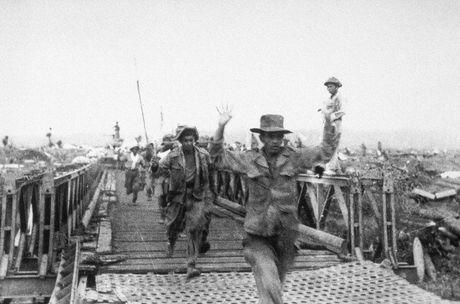 """Dien Bien Phu 7/5/1954: Nhung buc anh """"chan dong dia cau"""" - Anh 20"""