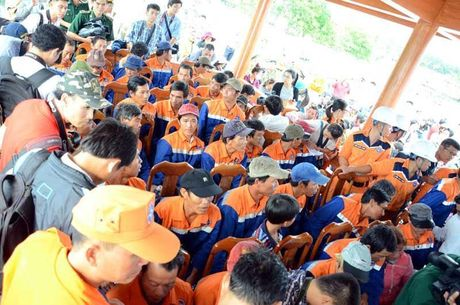 34 ngu dan tren tau bi dam chim tai Hoang Sa ve bo an toan - Anh 8