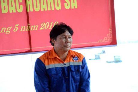 34 ngu dan tren tau bi dam chim tai Hoang Sa ve bo an toan - Anh 9