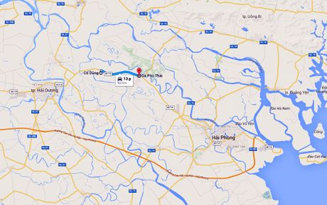 Thanh nien phong xe may tat dau oto suot 10 km tren quoc lo - Anh 1