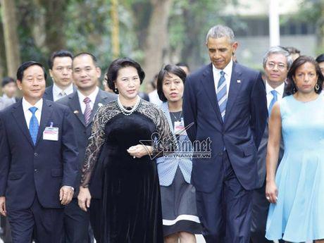 Tong thong Obama cho ca an tai nha san - Anh 1