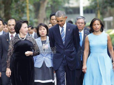 Tong thong Obama cho ca an tai nha san - Anh 2