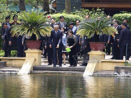 Tong thong Obama cho ca an tai nha san - Anh 3