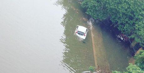 10 hình ảnh 'lạ' trong trận ngập nặng ở Hà Nội