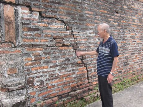 Ninh Binh: Ngoi dinh hon 300 nam tuoi 'keu cuu' trong vo vong - Anh 7