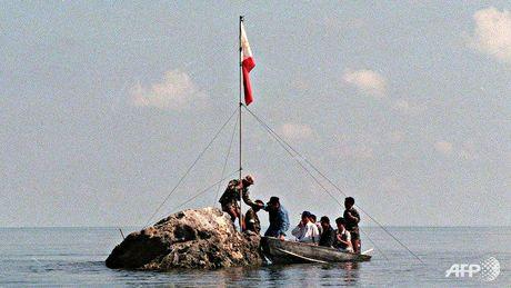 Trung Quoc bat ngo nhuong bo Philippines o bai can Scarborough - Anh 1