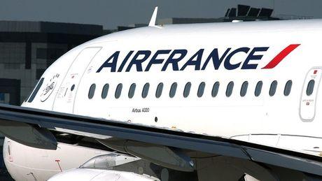 Quan doi Duc bi mat mot thung dan sau chuyen bay cua Air France - Anh 1