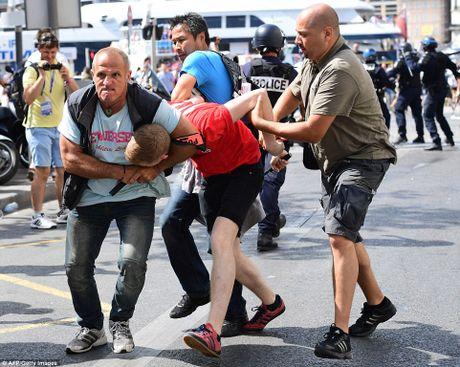 Hooligan loan da kinh hoang tren khan dai tran Nga - Anh - Anh 9