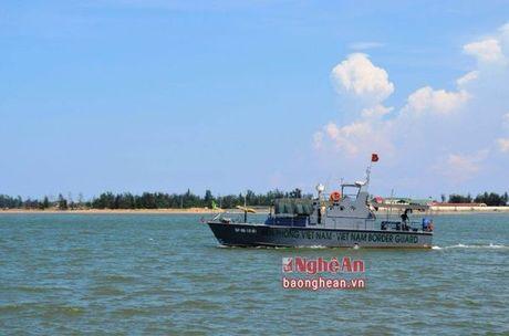 Nong: Ngu dan Nghe An phat hien phi cong SU30 Tran Quang Khai tren bien - Anh 1