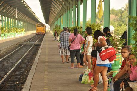 Viet Nam lot top 10 tuyen du lich bang tau hoa an tuong nhat TG - Anh 4
