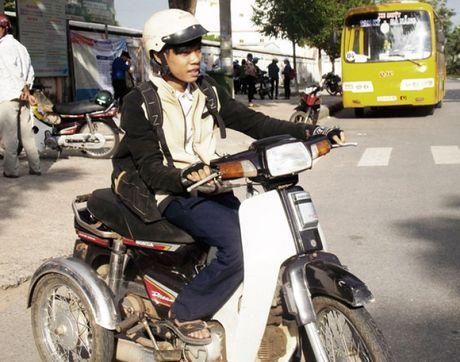 Chang trai khuyet tat vuot 20 km voi uoc mo thanh ky su CNTT - Anh 1