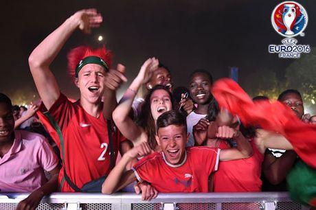 CHUM ANH: Bo Dao Nha 'vo oa' trong niem vui vo dich EURO - Anh 15