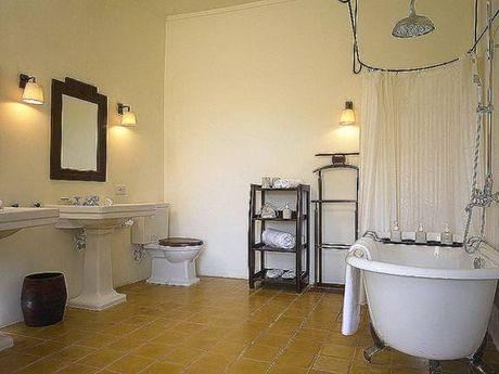 Cách treo đèn trang trí cho phòng tắm