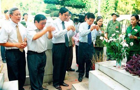 Huong den ky niem 69 nam ngay Thuong binh - liet sy (27/7/1947 - 27/7/2016): Nga ba Dong Loc – Ruc chay ngon lua vinh hang - Anh 6