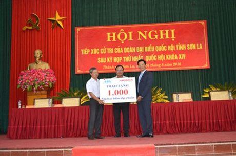 Honda Viet Nam tang 1.000 mu bao hiem cho tre em va nguoi dan tinh Son La - Anh 3