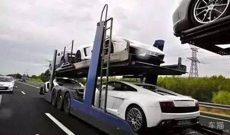 Choáng váng xem nhà giàu mang xe cưng đi du lịch