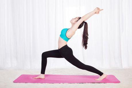 Bai tap yoga don gian giup tang cuong suc khoe va suc de khang - Anh 1